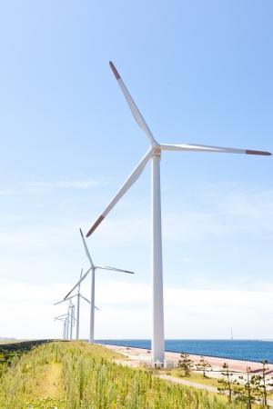 これは、風力発電所の写真です。 写真素材