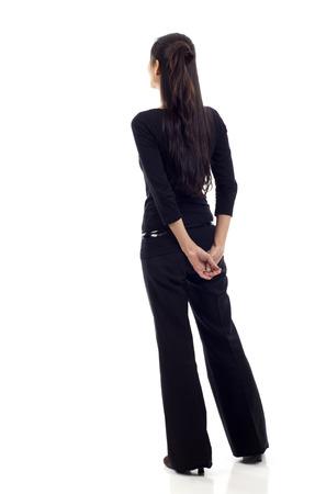Aziatische zakenvrouw vanaf de achterkant - op zoek naar iets geïsoleerd op witte achtergrond