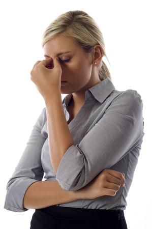 白色の背景上分離ストレスを示す若いビジネス女性