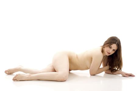 donna completamente nuda: Il corpo di una bella donna nuda in buona salute su sfondo bianco