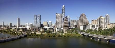 austin: Ein Blick auf die Skyline von Austin am sonnigen Tag in Texas Lizenzfreie Bilder