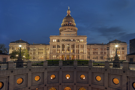 Austin 夜のダウンタウン、テキサス州議会議事堂