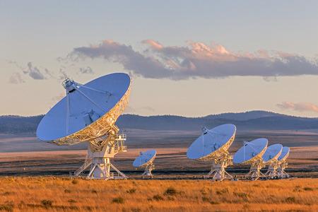 ニュー メキシコ、米国で夕暮れ時の超大規模配列衛星放送の料理 写真素材