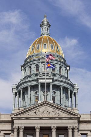 デンバーのコロラド州議会議事堂の金のドーム