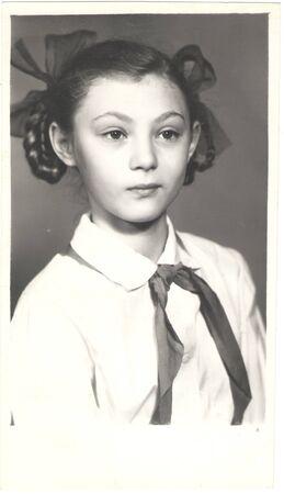 Story in the photos: pioneer Girl in full dress uniform. Portrait, 1989, USSR. Zdjęcie Seryjne