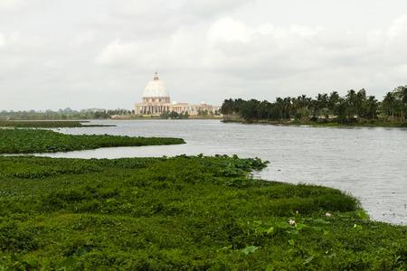Die Basilika Unserer Lieben Frau des Friedens, Yamoussoukro Standard-Bild - 29688453