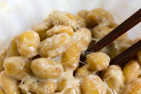 Nattou, fermentierte Sojabohnen Standard-Bild - 42086833