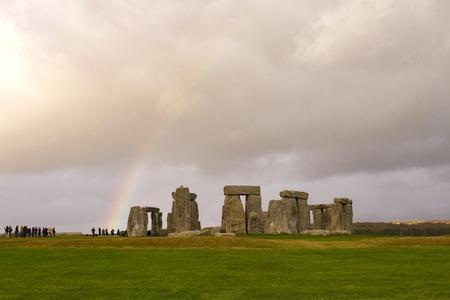 Stonehenge und ein Regenbogen, England Standard-Bild - 44926831