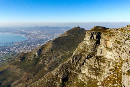 Blick von oben auf den Tafelberg Standard-Bild - 56521336