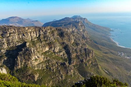 Blick von oben auf den Tafelberg Standard-Bild - 56521338