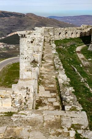 Wall of Krak des Chevaliers Standard-Bild - 56544069