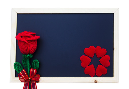 Red rose and red heart of valentine's day on blackboard with copy space for text. 免版税图像