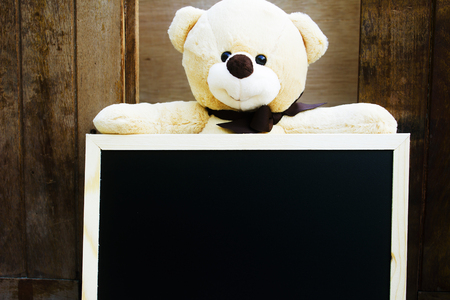 teddy bear on blackboard with copy space for text,vintage style. 免版税图像