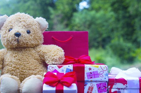 Christmas presents and gift boxes with cute teddy bears on nature background,copy space. 免版税图像