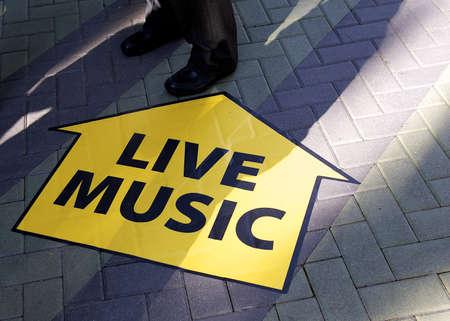 라이브 음악의 표시