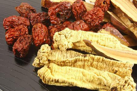 promotes: Sopa a base de hierbas chino Ingredientes para mejorar la salud y bienestar