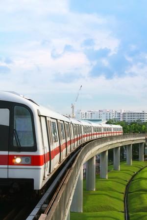 cape mode: �ffentlicher U-Bahn-Verkehr auf Beton Bridge anzeigen Lizenzfreie Bilder