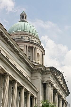 court order: Ley y el Orden en la Universidad de edificio de piedra