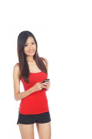 cel: Femmina asiatica utilizzando Handphone per i Social Media