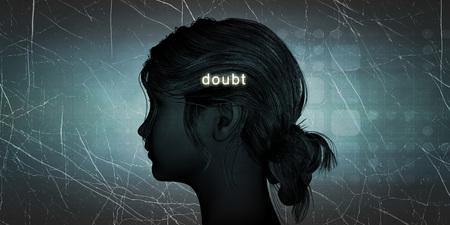 dudas: Mujer que hace frente la duda como un desafío personal concepto
