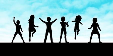 夕日に対してシルエットを演奏する子供たち
