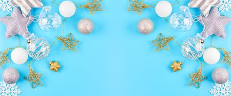 Christmas background with various Christmas decorations, colored garlands and beads, on a blue background. Christmas decorations. Christmas background. The view from the top. Space for text. Archivio Fotografico - 136278081