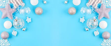 Christmas background with various Christmas decorations, colored garlands and beads, on a blue background. Christmas decorations. Christmas background. The view from the top. Space for text. Archivio Fotografico - 136975467