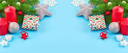 Christmas background with fir branches, various christmas decorations, colored garlands and beads, on a blue background. Christmas decoration. Christmas background. Space for text. Archivio Fotografico - 134424812