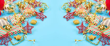 Christmas background with various Christmas decorations, colored garlands and beads, on a blue background. Christmas decorations. Christmas background. Space for text. Archivio Fotografico - 134285531