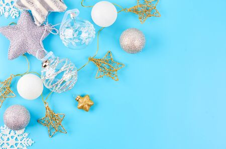 Christmas background with various Christmas decorations, colored garlands and beads, on a blue background. Christmas decorations. Christmas background. Space for text. Archivio Fotografico - 133807676