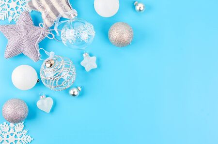 Christmas background with various Christmas decorations, colored garlands and beads, on a blue background. Christmas decorations. Christmas background. Space for text. Archivio Fotografico - 133936389