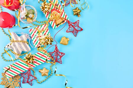 Christmas background with various Christmas decorations, colored garlands and beads, on a blue background. Christmas decorations. Christmas background. Space for text. Archivio Fotografico - 133936395