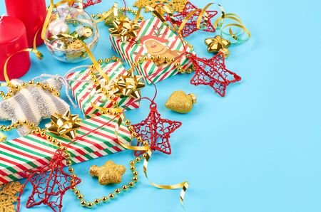 Christmas background with various Christmas decorations, colored garlands and beads, on a blue background. Christmas decorations. Christmas background. Space for text. Archivio Fotografico - 133936450