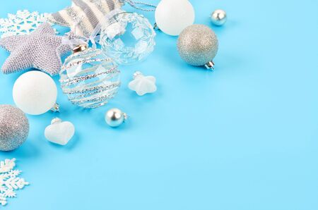 Christmas background with various Christmas decorations, colored garlands and beads, on a blue background. Christmas decorations. Christmas background. Space for text. Archivio Fotografico - 133936459