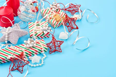 Christmas background with various Christmas decorations, colored garlands and beads, on a blue background. Christmas decorations. Christmas background. Space for text. Archivio Fotografico - 133936468