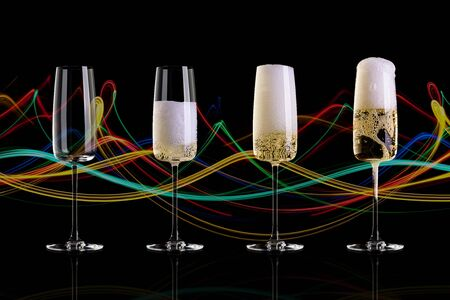 Four glasses of champagne on a black background with an abstract pattern. The empty glass, half glass, full glass, a glass with a large foam. Archivio Fotografico - 134237489