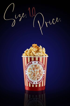 Glass of popcorn with a volume of 1.0 liters on a dark background with a blue gradient. The volume and location for the cost are shown on the top. Banque d'images