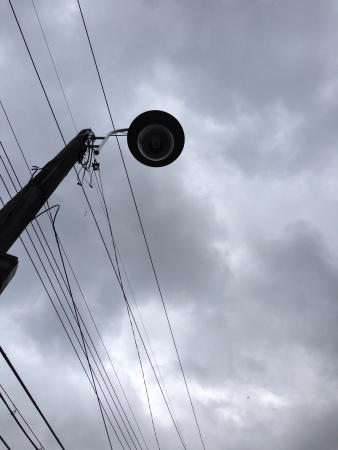 lamp post: Lampione e il cielo nuvoloso Archivio Fotografico