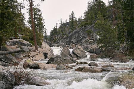 ヨセミテ国立公園の野生の流れ 報道画像
