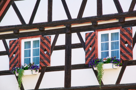 Flowers on a traditional german timber frame house in Waiblingen (Baden-Wuerttemberg Stok Fotoğraf