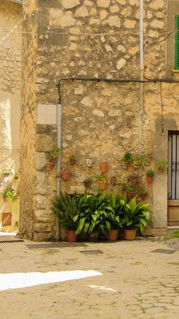 An typical street of Valldemossa - Mallorca Island, Spain Stok Fotoğraf - 110688911