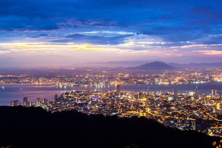 George Town Stadtansicht von Penang Hill, Pulau Pinang Malaysia Standard-Bild - 88489456