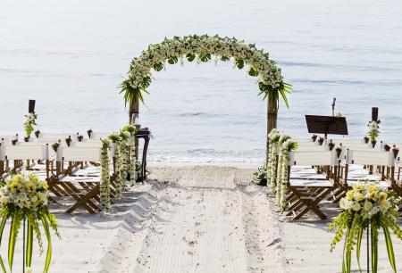 결혼식: 해변에서 결혼식.