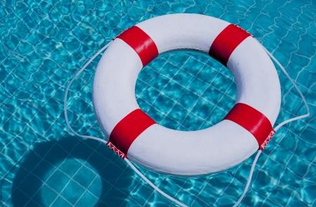 Leben-Ring am Pool.