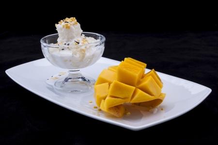 Fresh mango & Coconut cream with sweet sticky rice photo