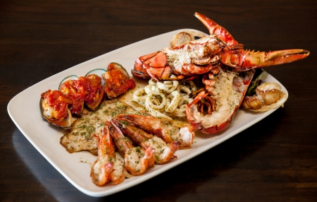 lobster tail: Grilled red lobster and seafood on platter. Stock Photo