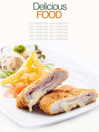 Schweinefleisch Cordon bleu mit Pommes frites französisch. Lizenzfreie Bilder