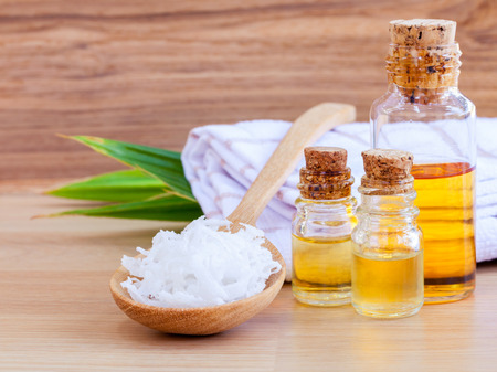 Natural Spa Ingredients . - Coconut essential Oil for alternative therapy. Zdjęcie Seryjne - 38716466
