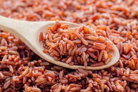 나무 배경에 건강하고 깨끗한 음식을 찐 곡물 전통적인 태국 쌀 최선의 쌀
