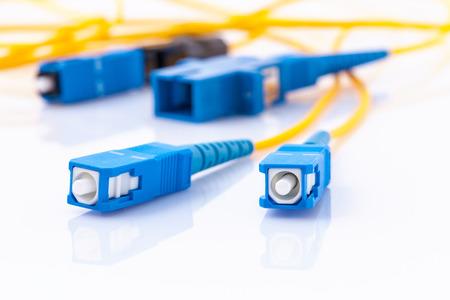 광섬유 커넥터 빠른 인터넷 연결, 인터넷 서비스 공급자 equipment.broadband 연결을위한 상징적 인 사진은 모든 곳에서 사용할 수 있습니다. 스톡 콘텐츠